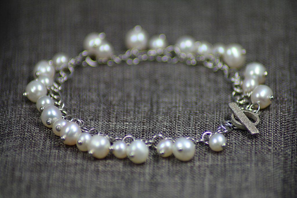 bracciale perle di fiume bianche